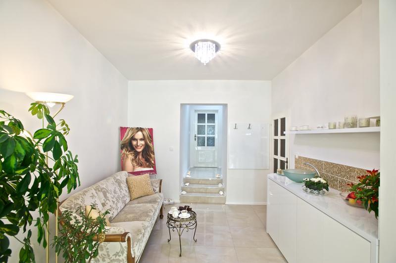 Foyer Salon Krasy : Sálon krásy mona o salonu